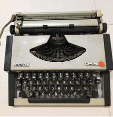 máy đánh chữ cơ Olympia Traveller